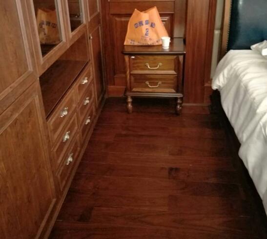 贝亚克这款黑胡桃木地板配中式装修实在太棒了!